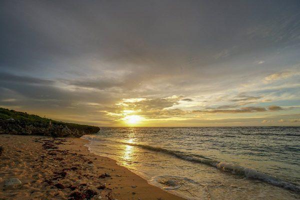 イシキ浜から望む朝日